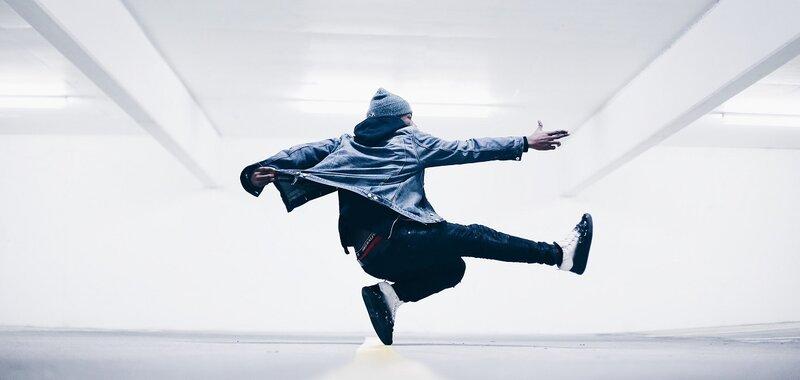 Liikkuvuuskysely taiteilijoille: Barometri selvittää taiteentekijöiden ja taiteen liikkumisen muotoja ja tarpeita.